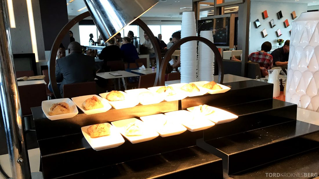 Marriott Hotel LAX Los Angeles Club Lounge hors d'oeuvre appetittvekker