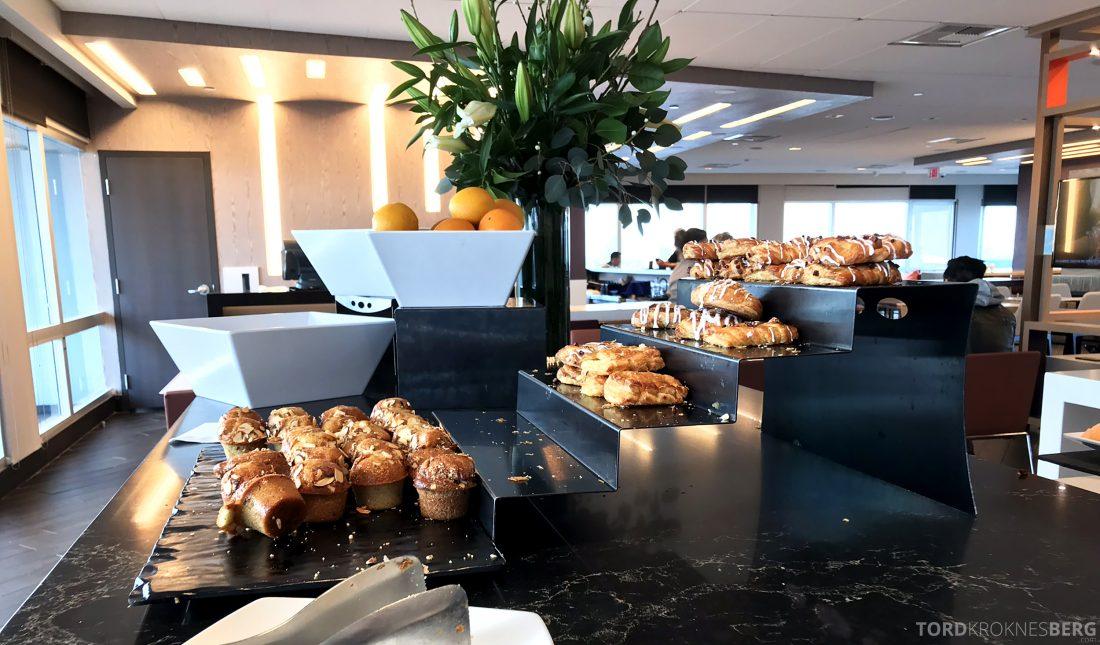 Marriott Hotel LAX Los Angeles Club Lounge frokost bakst