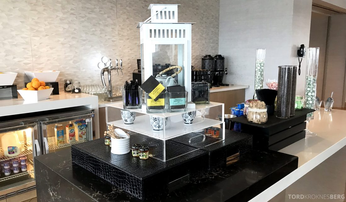 Marriott Hotel LAX Los Angeles Club Lounge snackbuffet