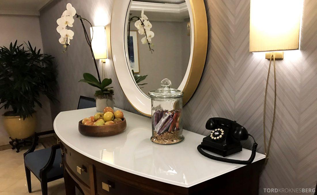Ritz-Carlton Marina del Rey Los Angeles Hotel snakcks