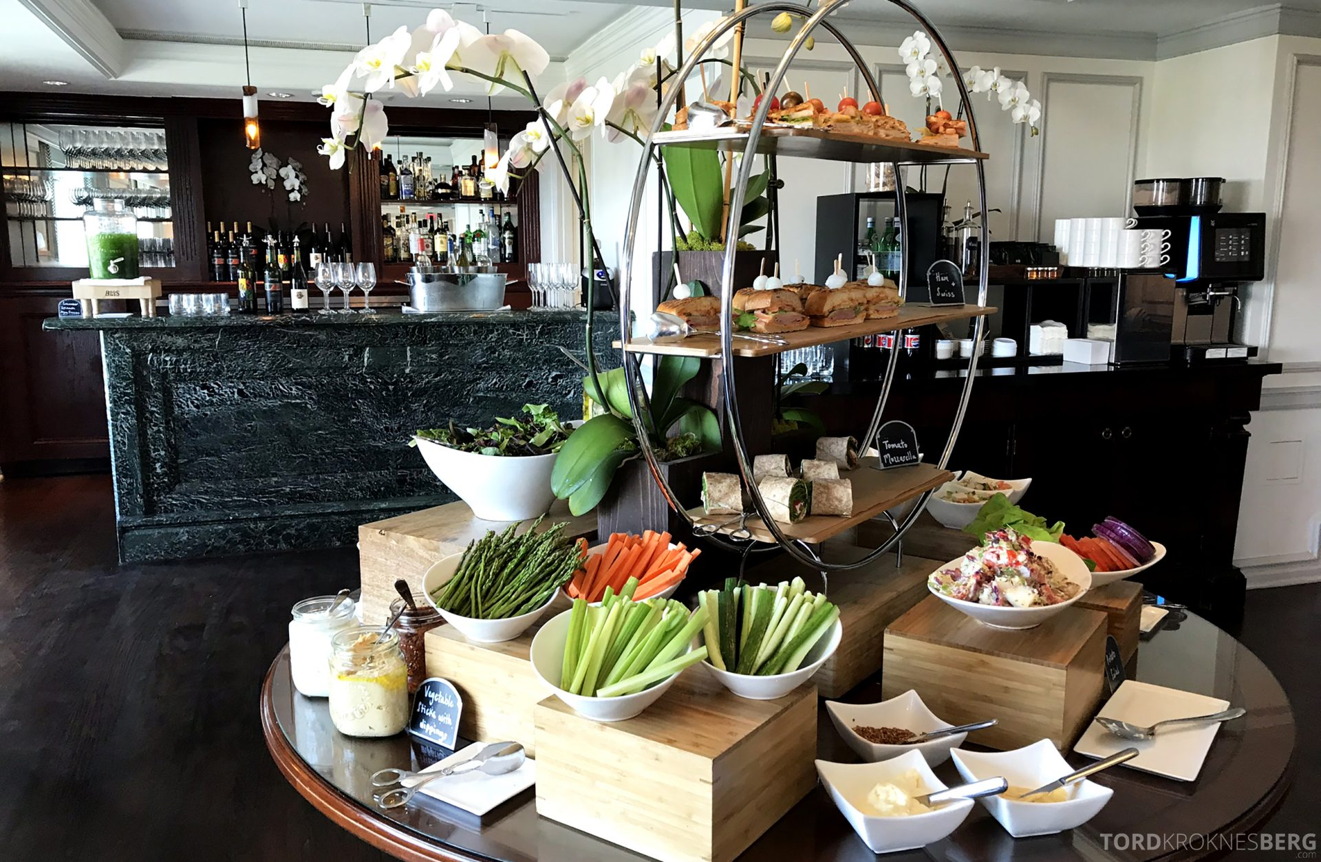 Ritz-Carlton Marina del Rey Los Angeles Hotel Club Lounge lunchbuffet