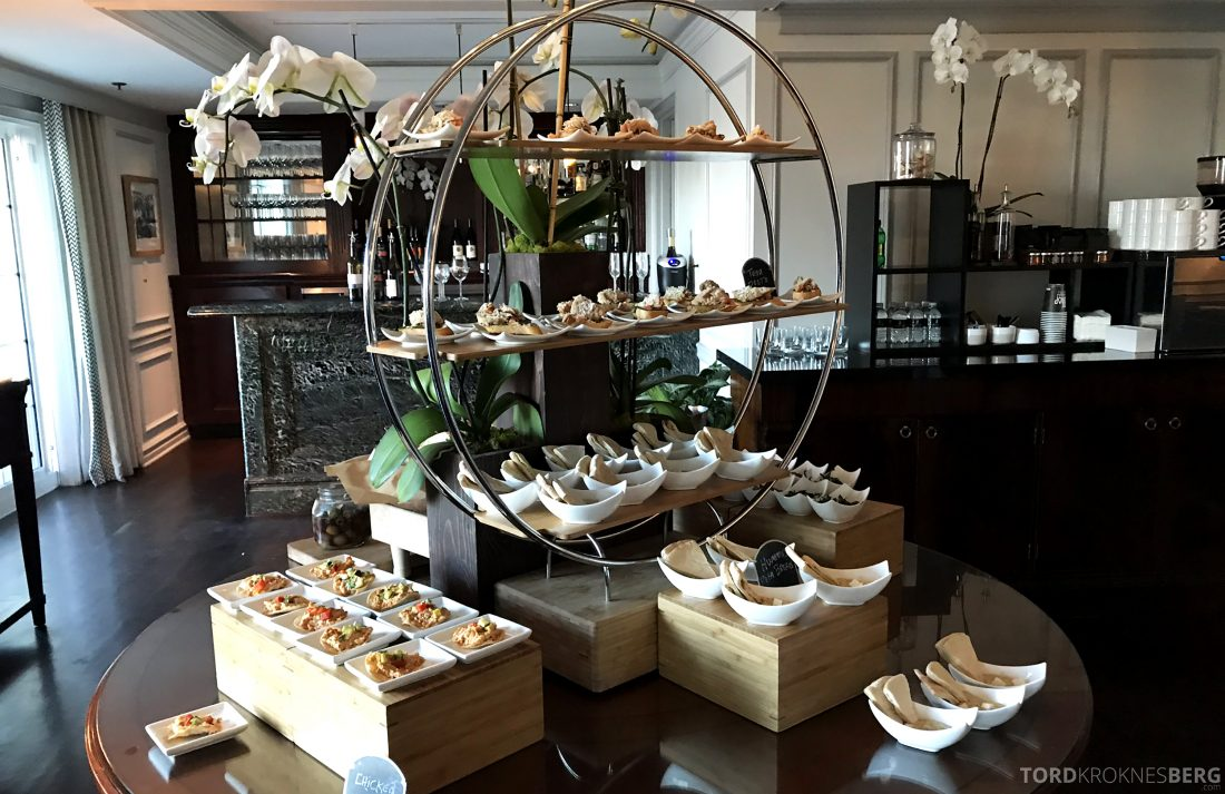 Ritz-Carlton Marina del Rey Los Angeles Hotel Club Lounge hors d'oeuvre buffet