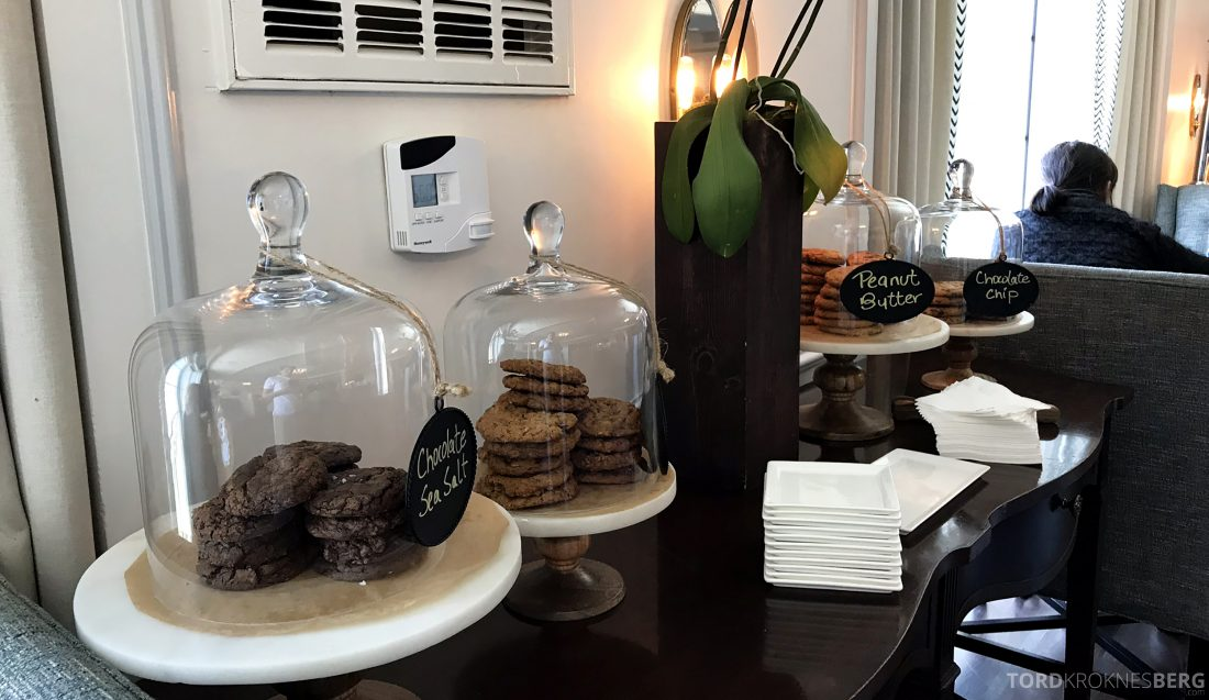 Ritz-Carlton Marina del Rey Los Angeles Hotel Club Lounge cookies