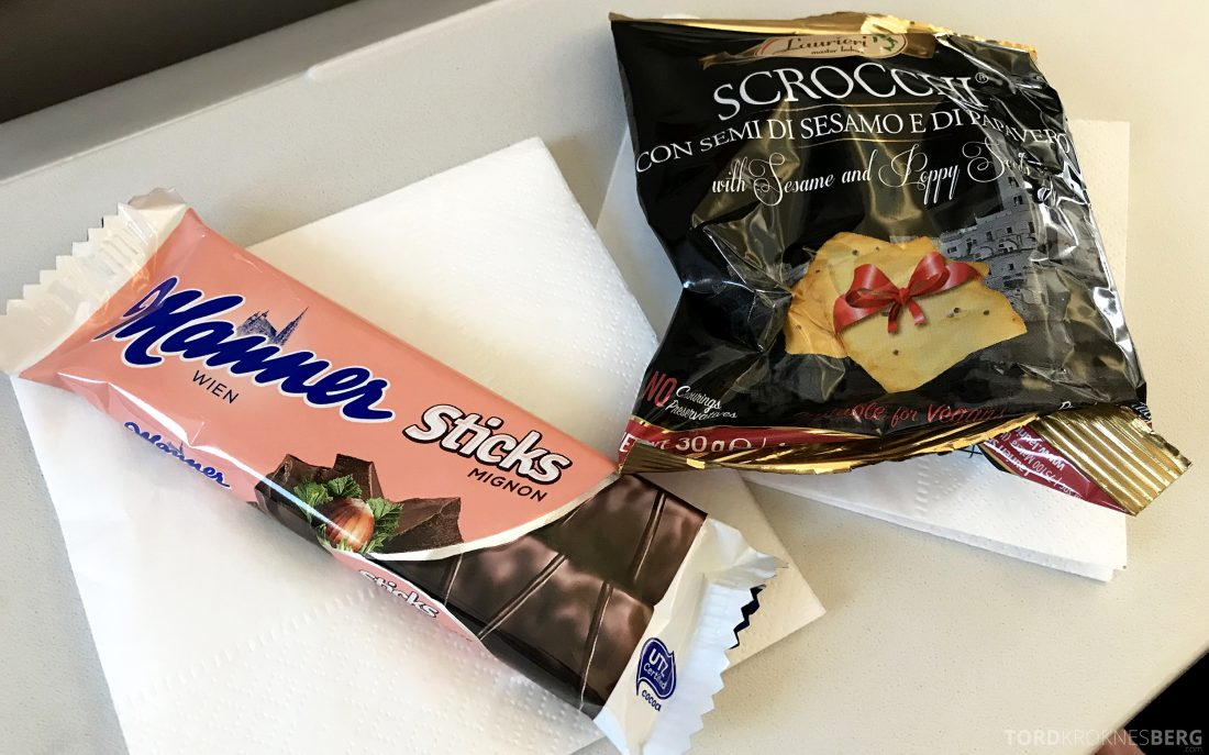 Austrian Economy Class Vienna Oslo snacks
