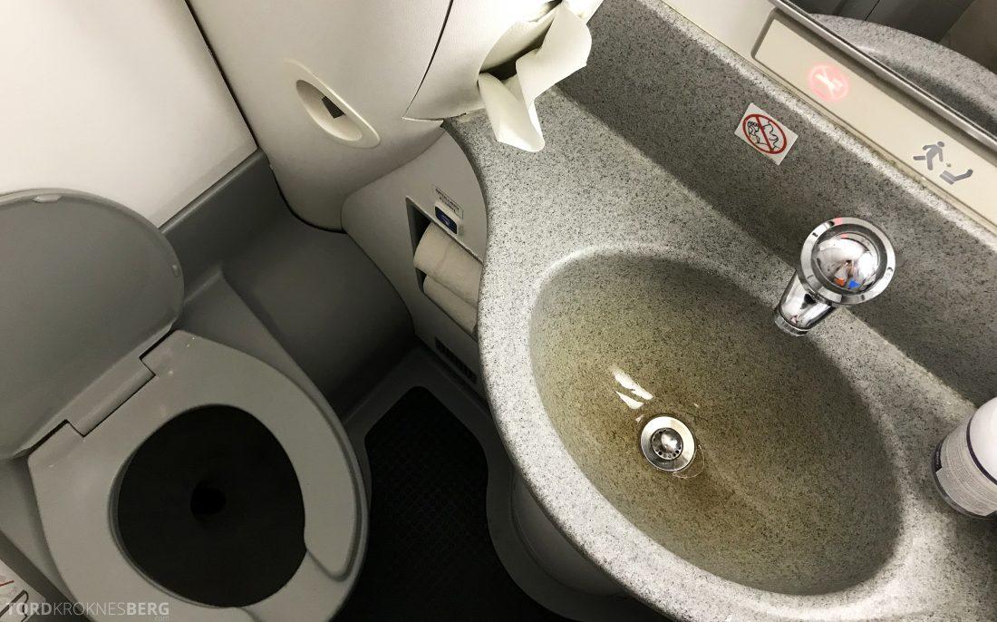 Austrian Economy Class Vienna Oslo toalett