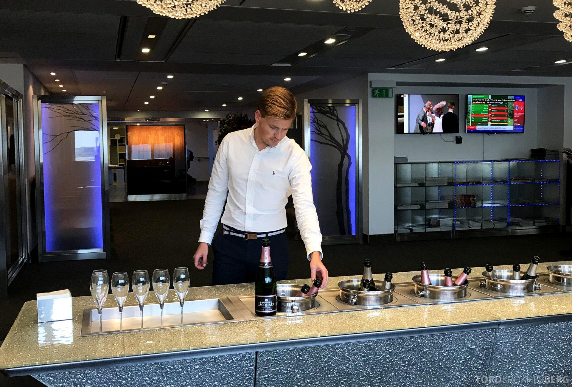 British Airways Galleries First Lounge Heathrow Tord Kroknes Berg champagne 2