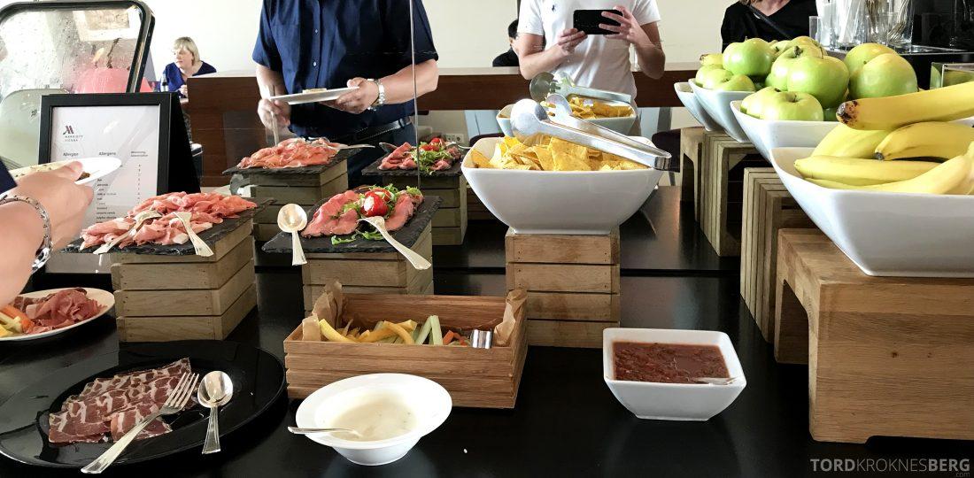 Marriott Vienna Hotel M Club Lounge hors d'oeuvre buffet