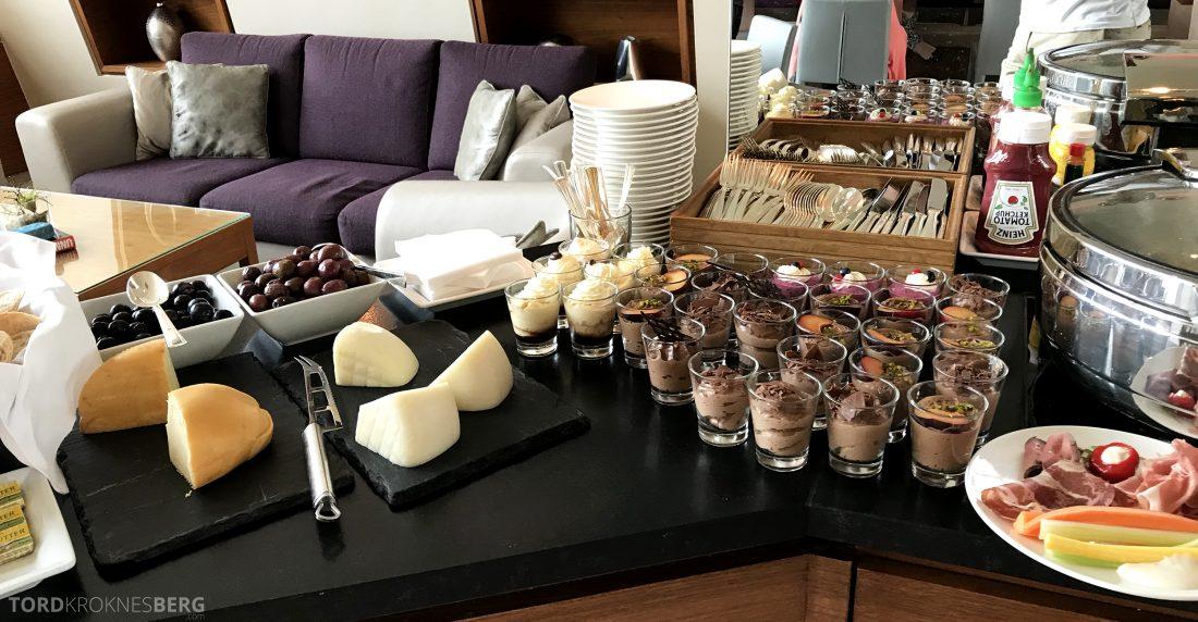 Marriott Vienna Hotel M Club Lounge hors d'oeuvre dessert