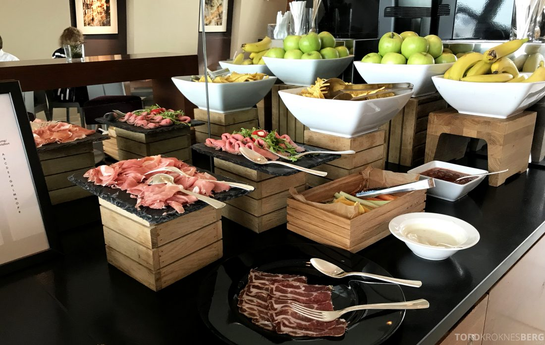 Marriott Vienna Hotel M Club Lounge hors d'oeuvre snacks