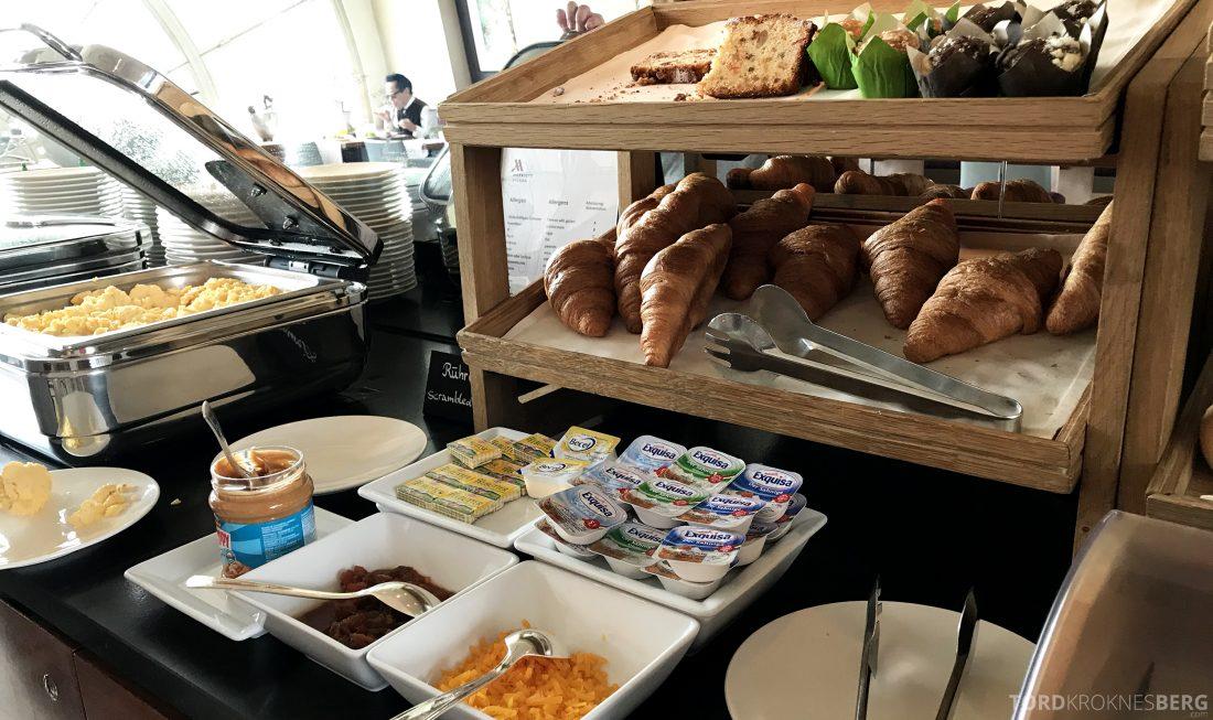Marriott Vienna Hotel M Club Lounge frokost bakst