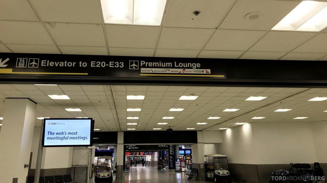 American Airlines Premium Lounge Miami skilt