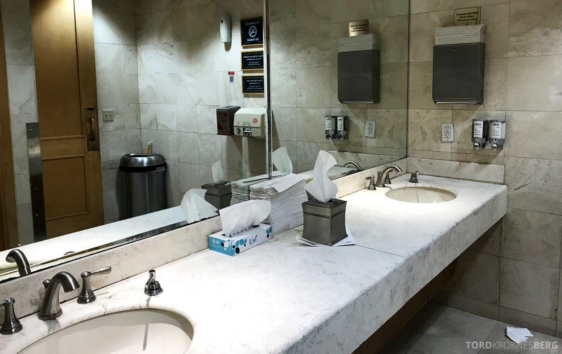 American Airlines Premium Lounge Miami toalett