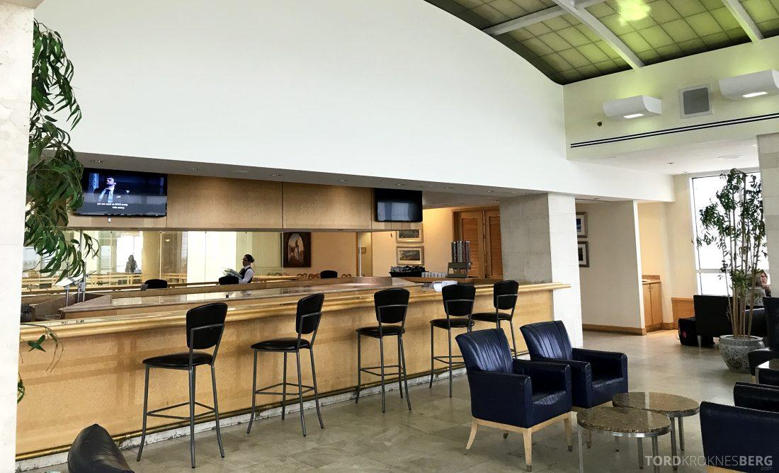 American Airlines Premium Lounge Miami tom bar