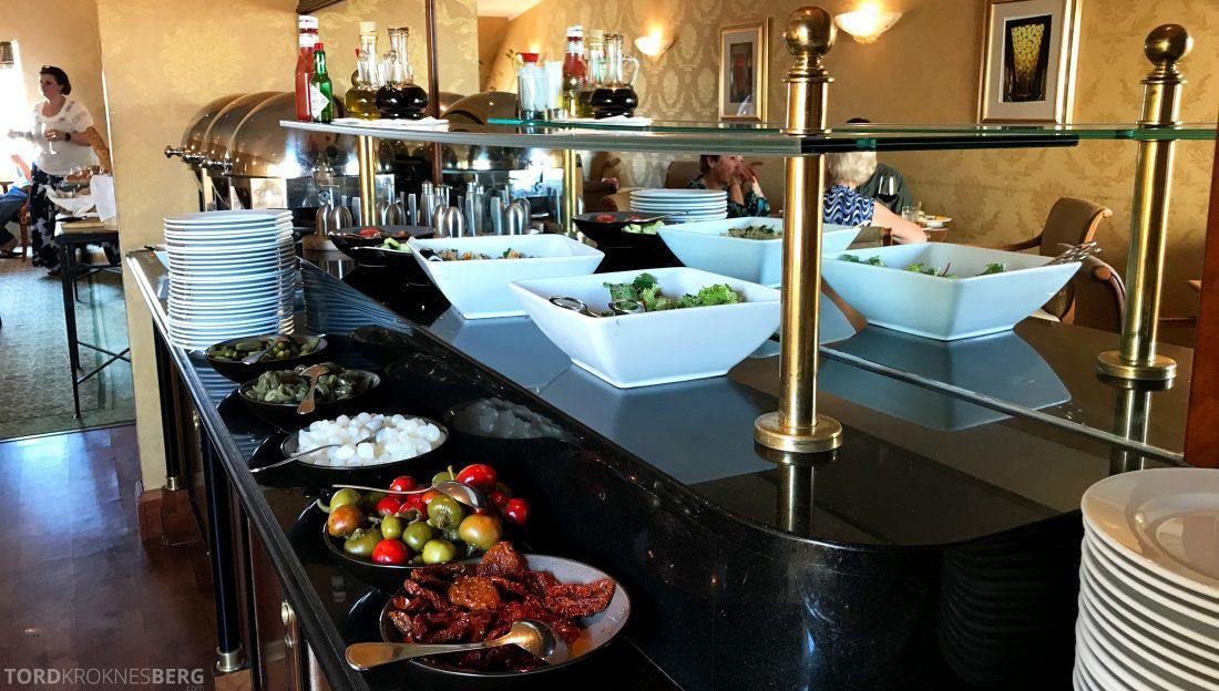 Marriott Prague Hotel Executive Lounge hors d'oeuvre salater