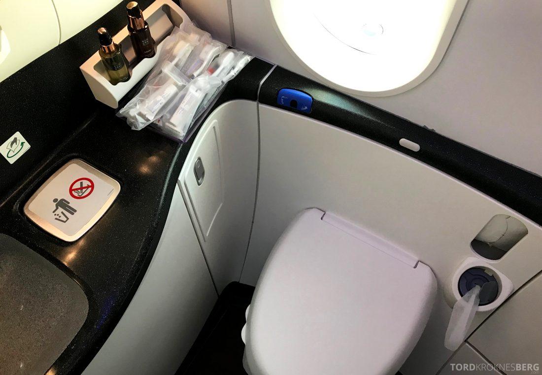 Qatar Airways Business Class Doha Penang toalett
