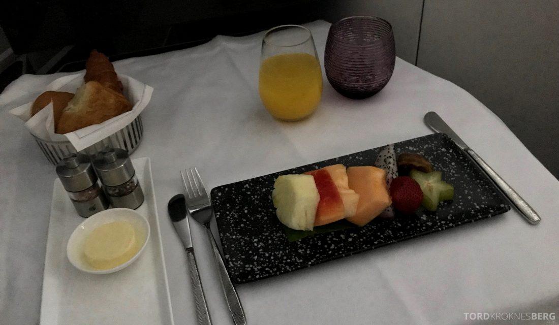 Qatar Airways Business Class Doha Penang frukt frokost