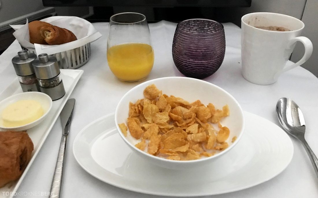 Qatar Airways Business Class Doha Penang frokost corn flakes