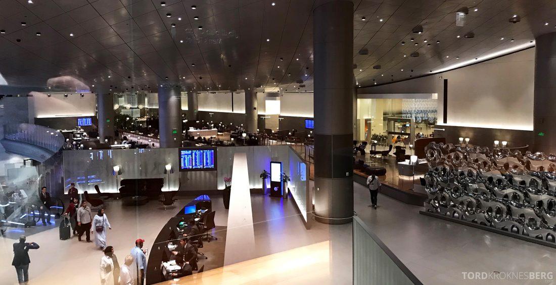 Qatar Airways Al Mourjan Business Class Lounge Doha utsikt annen etasje