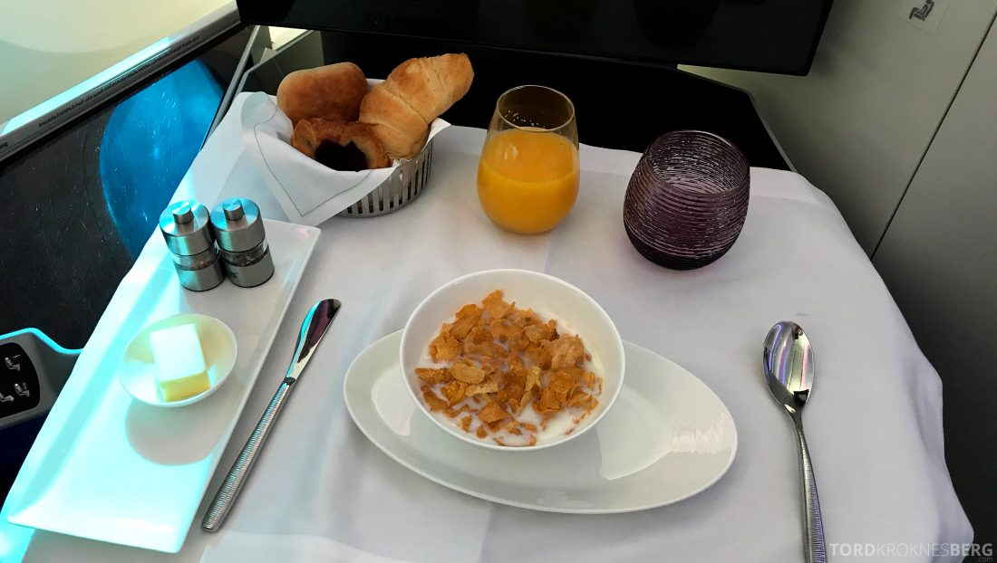 Qatar Airways Business Class Oslo Doha corn flakes