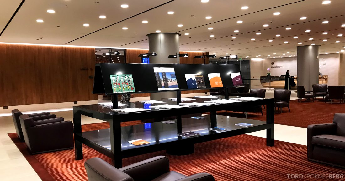 Qatar Airways Business Class Oslo Doha lesestoff lounge