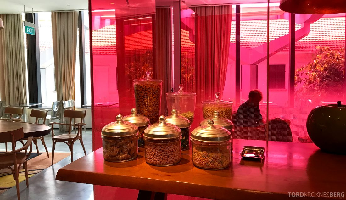 JW Marriott Hotel South Beach Singapore Executive Lounge snacks