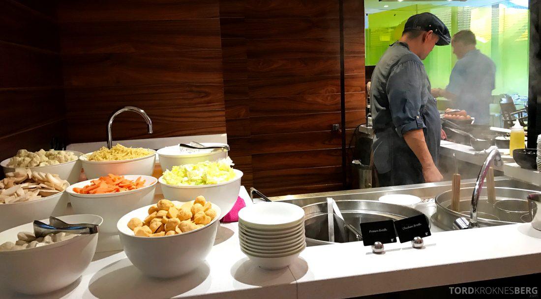 JW Marriott Hotel South Beach Singapore Executive Lounge omelettstasjon