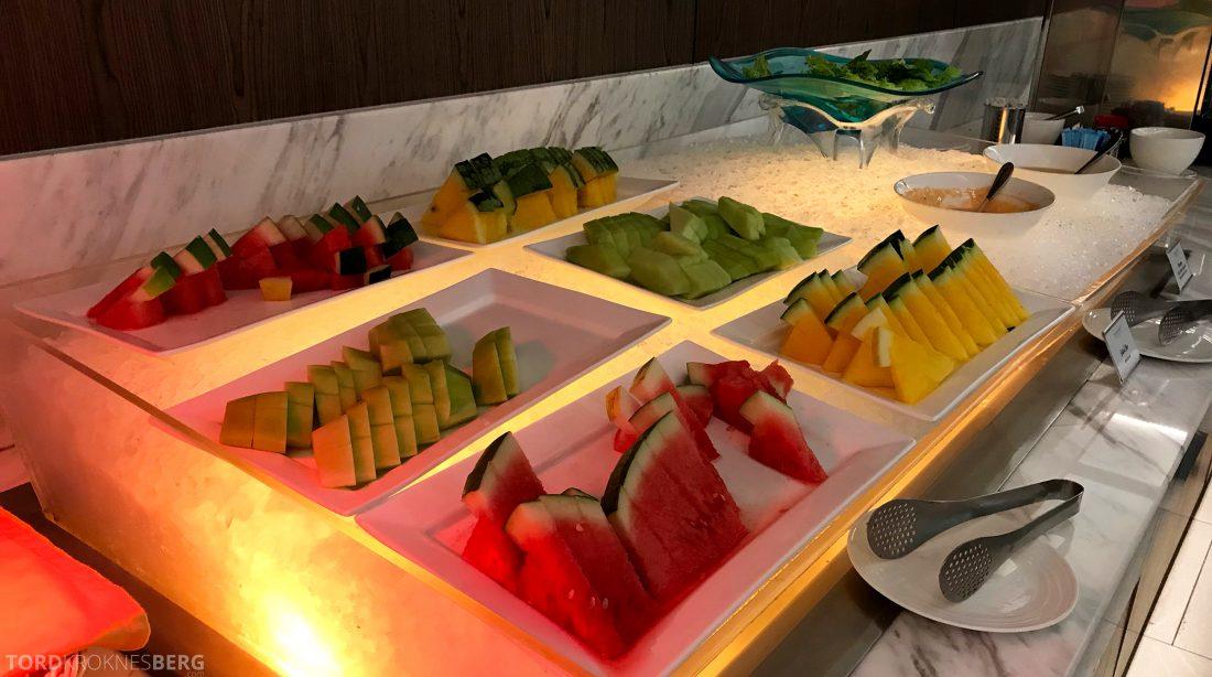 Malaysia Airlines Golden Lounge Kuala Lumpur frukt