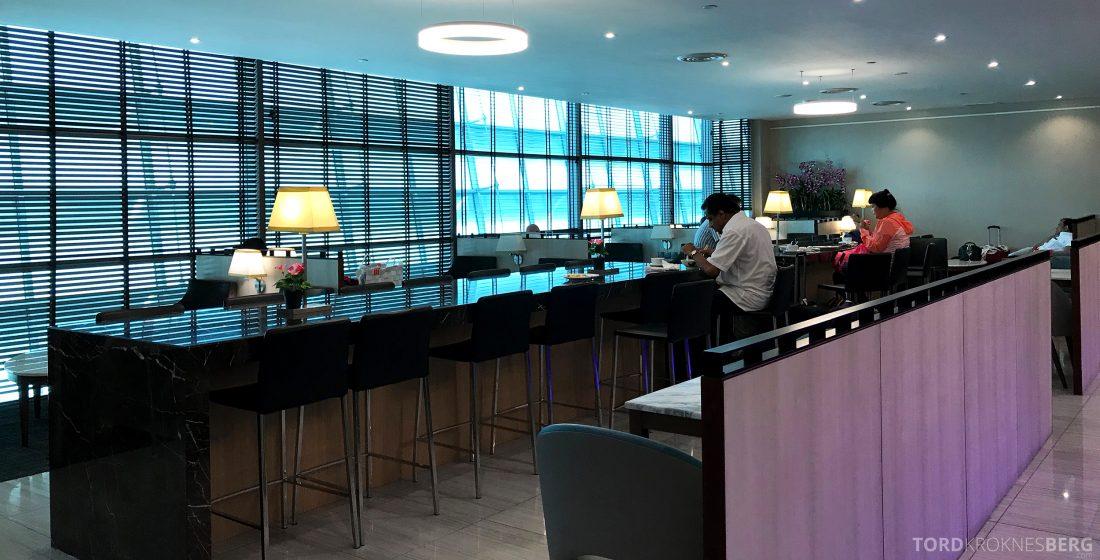 SATS Premier Lounge Changi Singapore barstoler