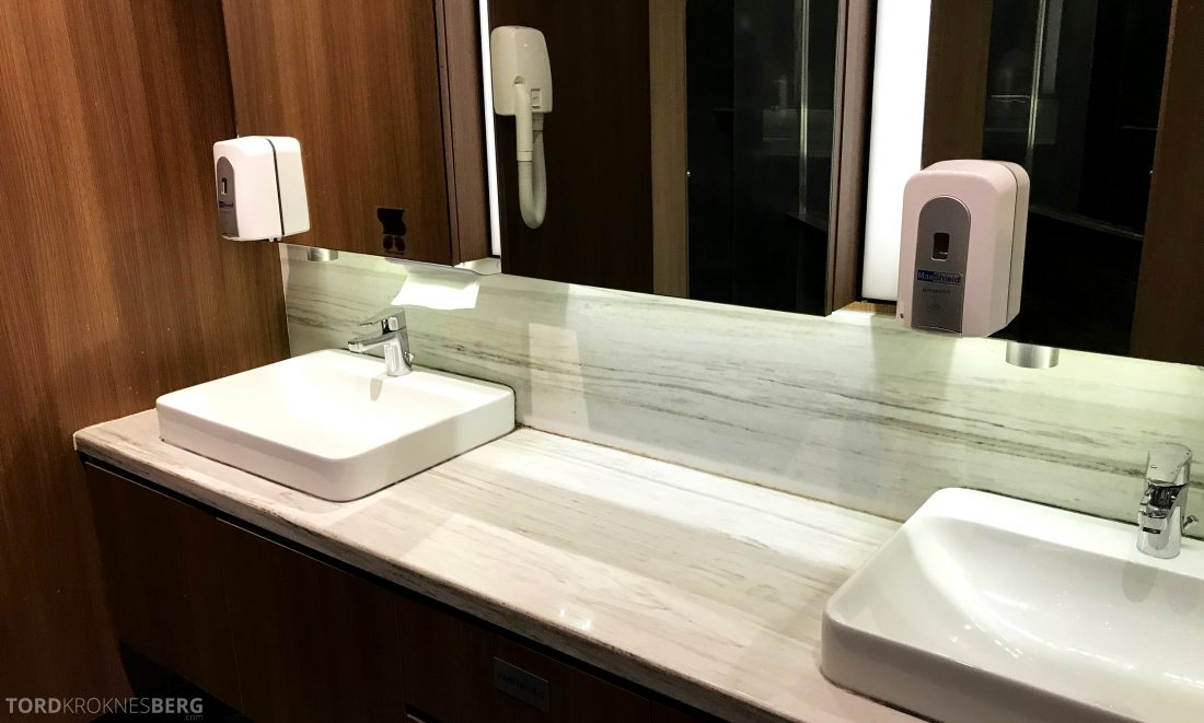 SATS Premier Lounge Changi Singapore toaltter