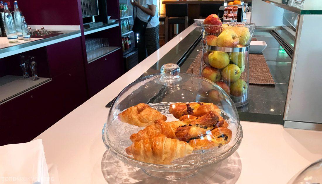 Marriott Berlin Hotel Executive Lounge snacks