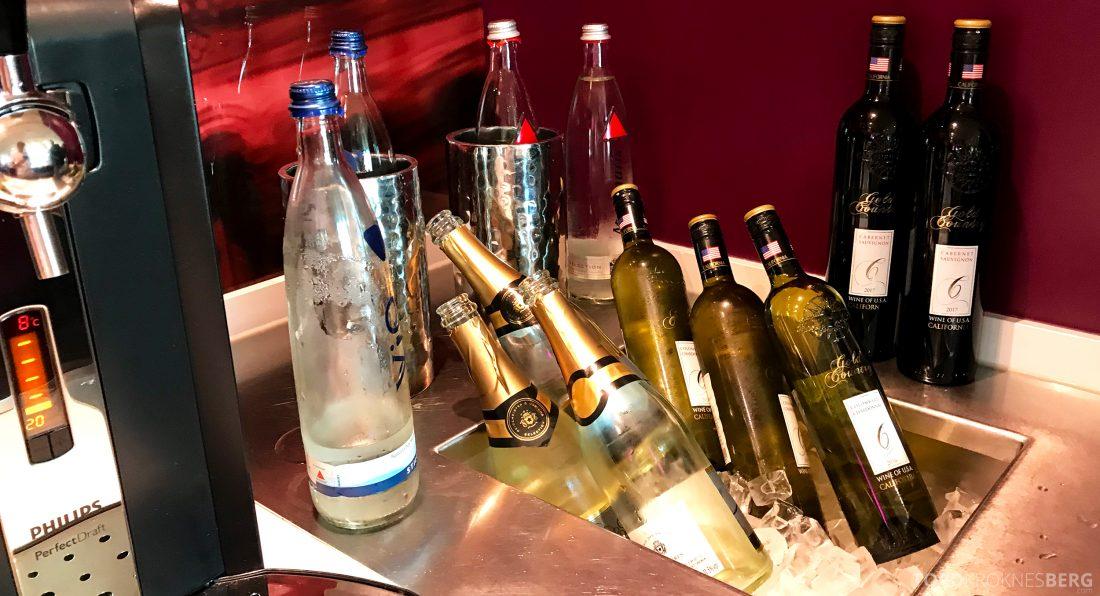 Marriott Berlin Hotel Executive Lounge hors d'oeuvre vin