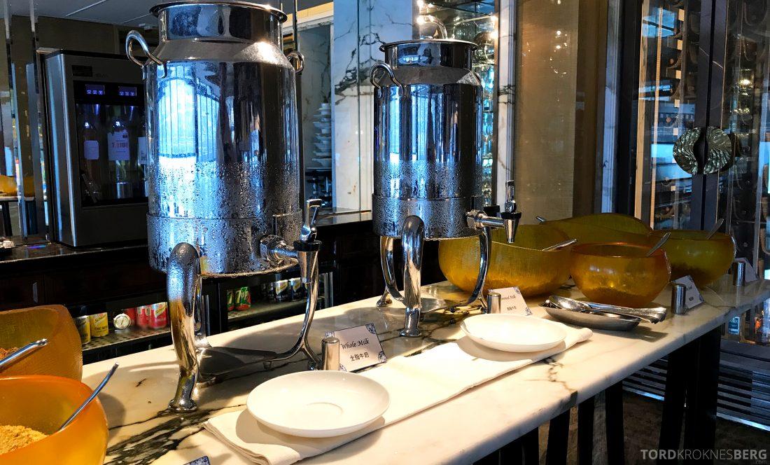 Ritz-Carlton Hong Kong Club Lounge melk