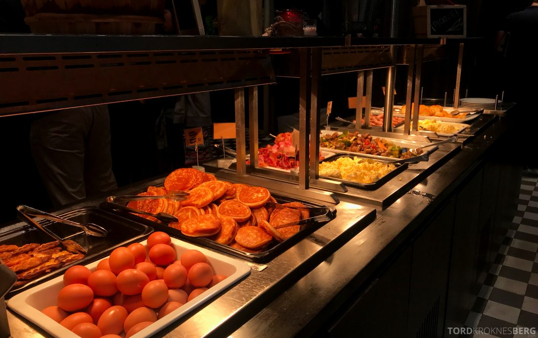 Radisson Blu Plaza Hotel Helsinki frokostbuffet varm