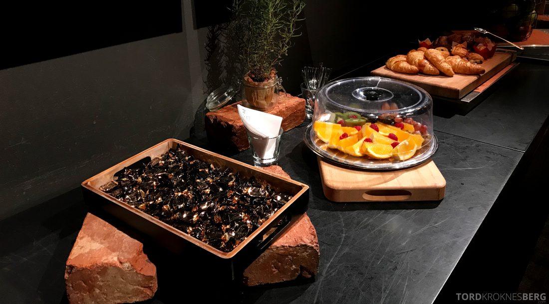 Radisson Blu Plaza Hotel Lounge Helsinki snacks