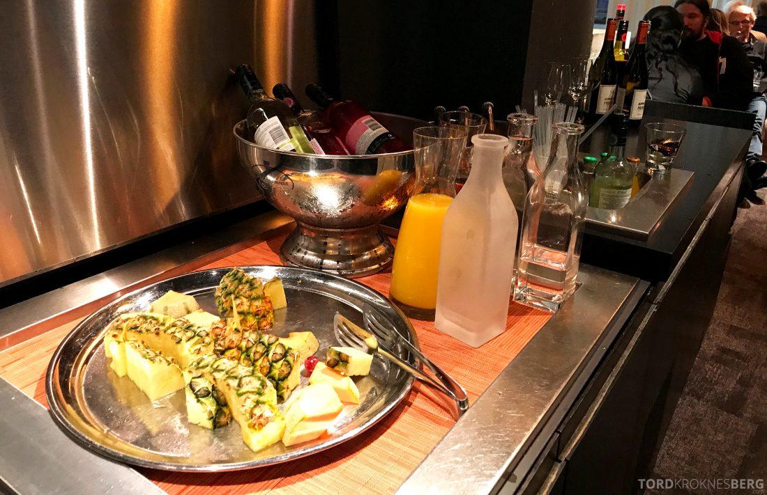 Radisson Blu Plaza Hotel Lounge Helsinki hors d'oeuvre frukt og drikke