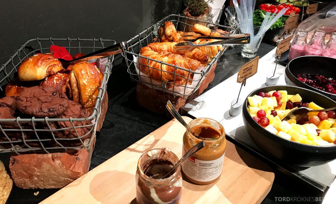 Radisson Blu Plaza Hotel Lounge Helsinki frokost bakst