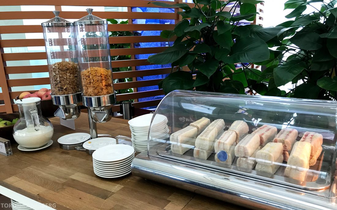 THAI Airways Royal Orchid Lounge Hong Kong sandwich