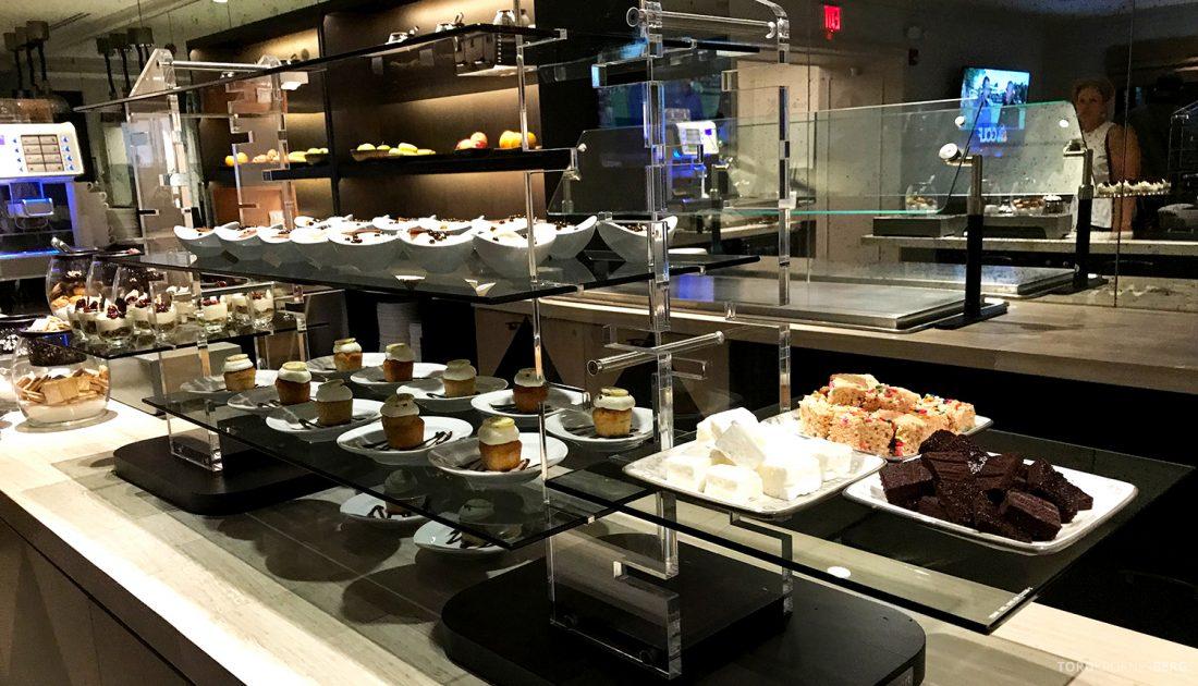 Ritz-Carlton Pentagon City Hotel Club Lounge dessertbord