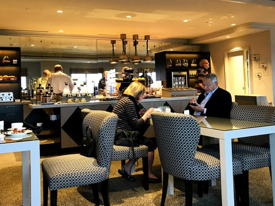 Ritz-Carlton Pentagon City Hotel Club Lounge utsikt mot buffet
