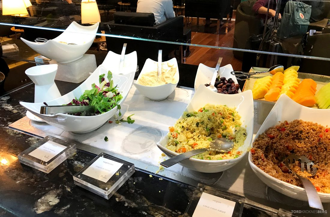 Turkish Airlines Lounge Washington buffet salat