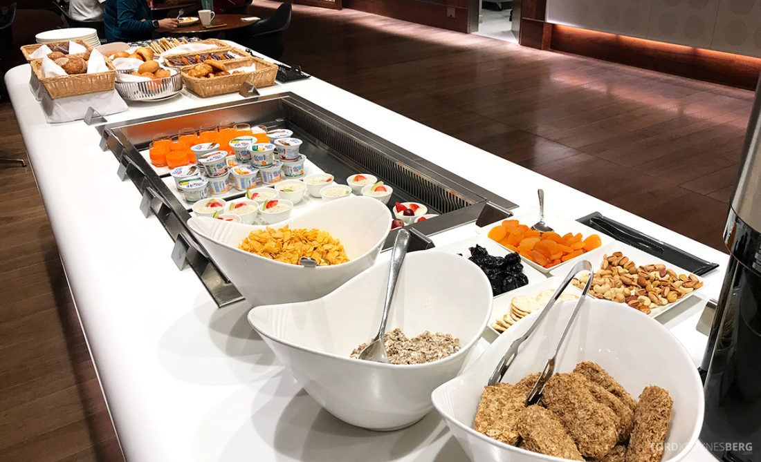 Oryx Business Lounge Doha frokost