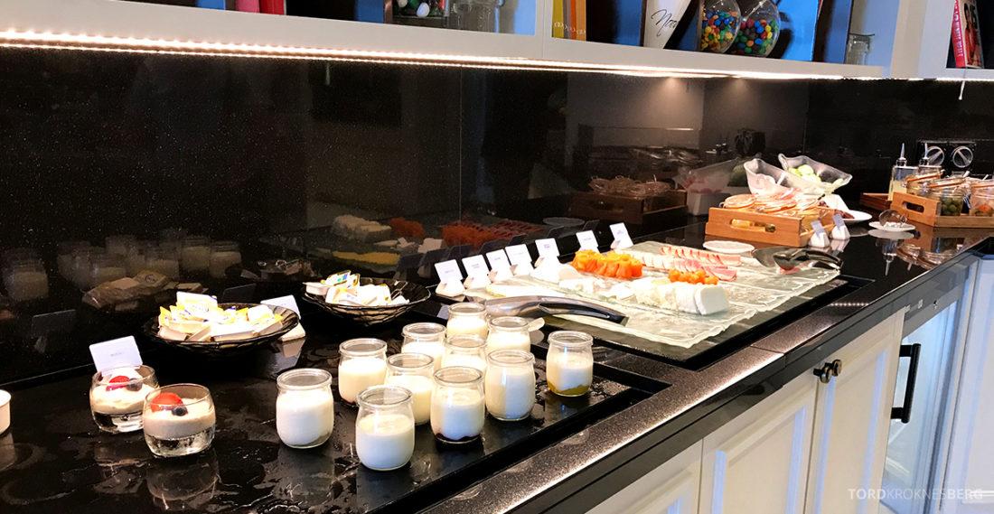 Ritz-Carlton Doha Club Lounge yogurt frokost