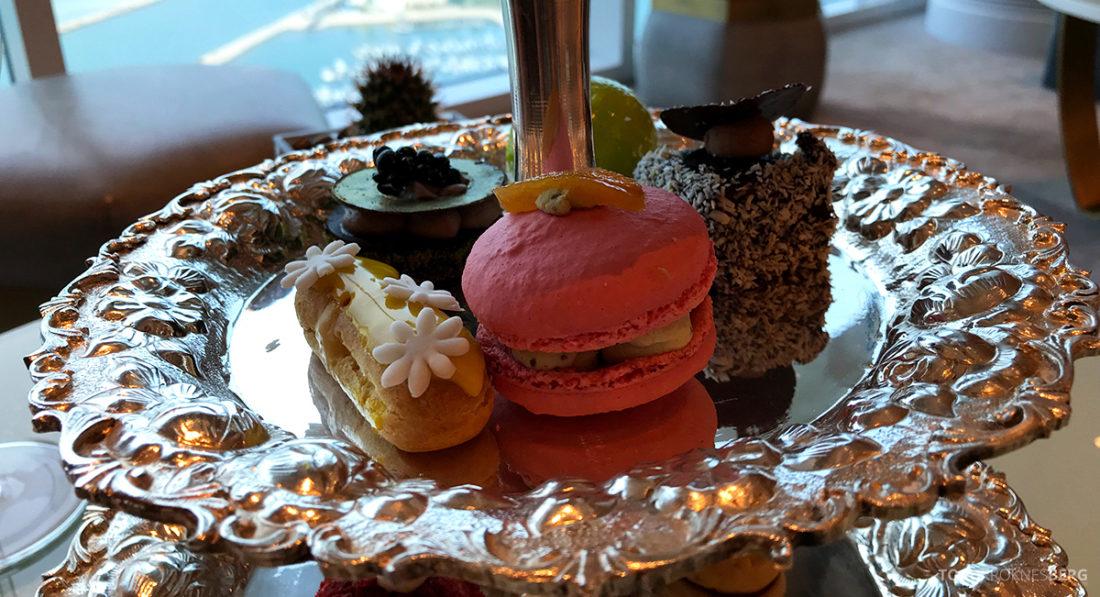 Ritz-Carlton Doha Club Lounge kaker afternoon tea