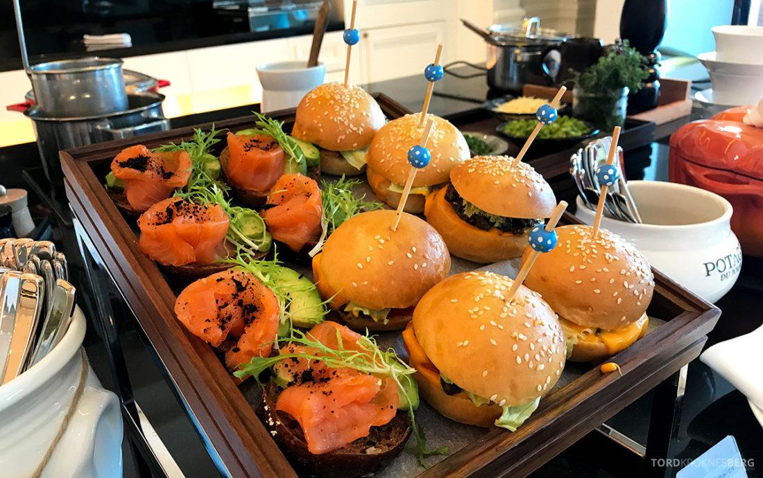 Ritz-Carlton Doha Club Lounge burger lunch