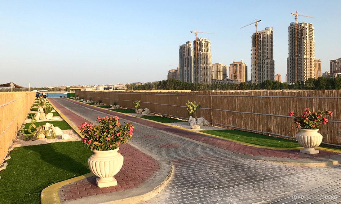 Ritz-Carlton Doha Hotel på vei til stranden