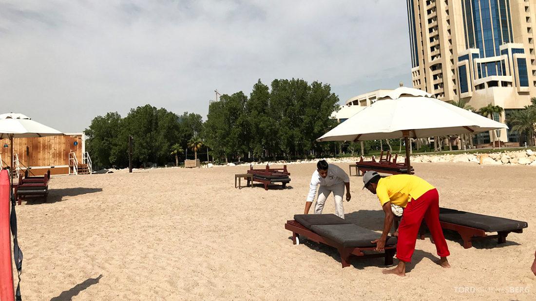 Ritz-Carlton Doha Hotel strand service