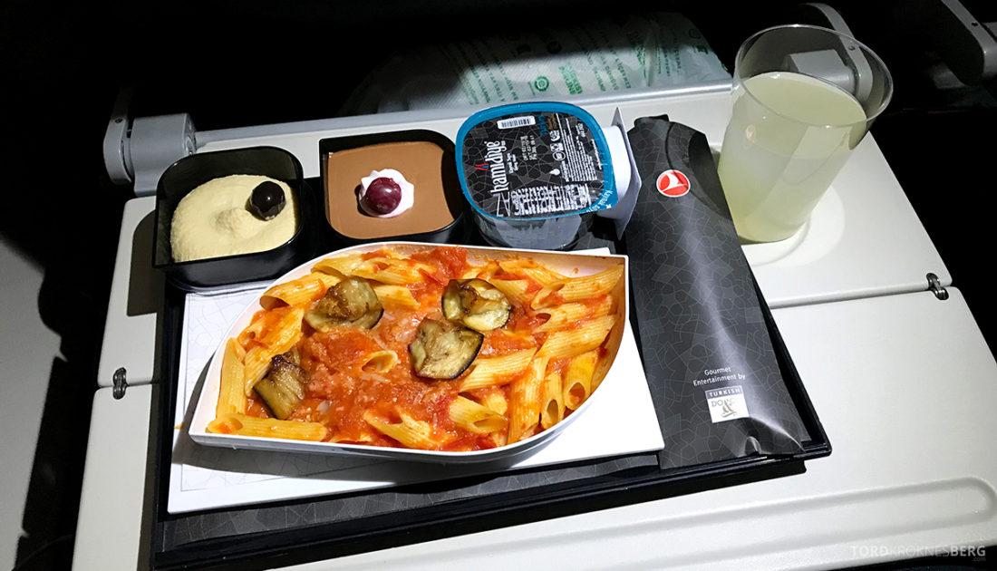 Turkish Airlines Economy Class Oslo Istanbul Doha pasta