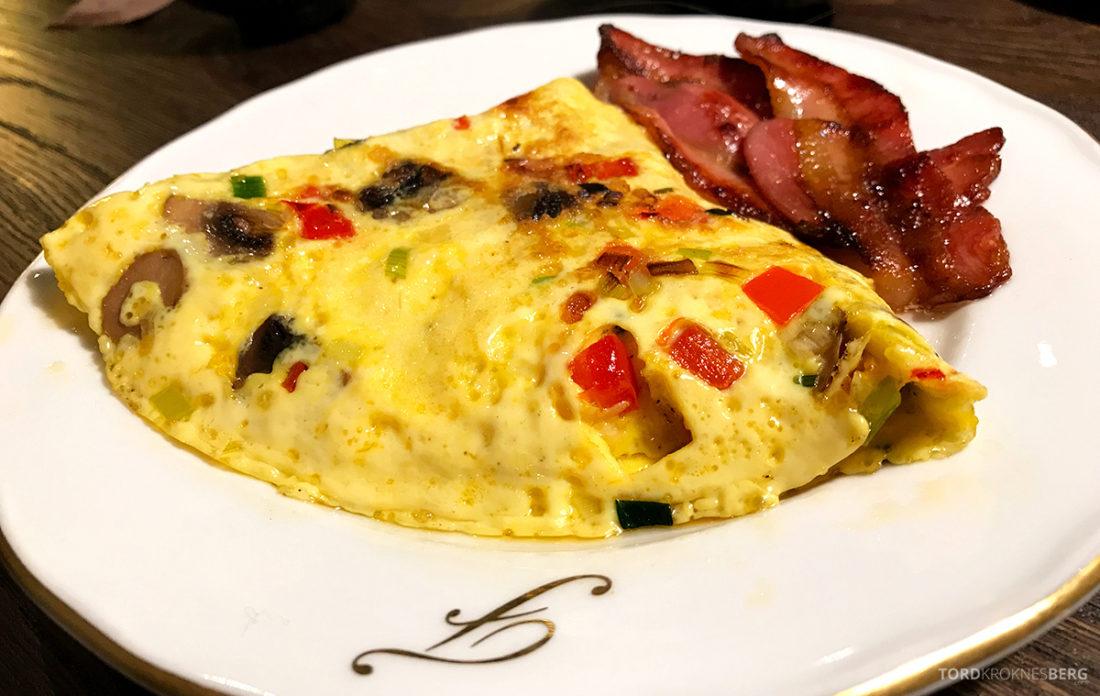 Funken Lodge Svalbard omelett frokost