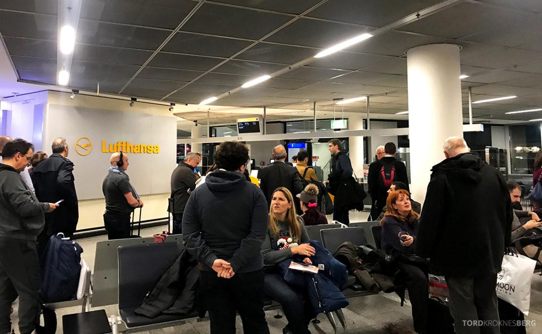 Lufthansa Economy Class Oslo Beograd gate Frankfurt
