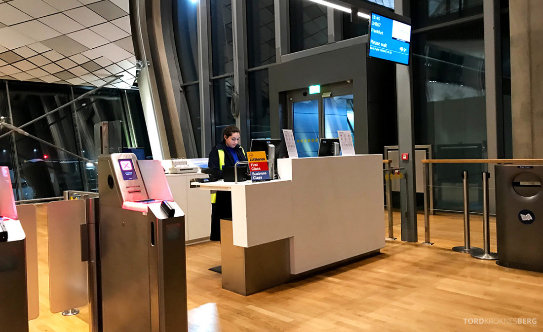 Lufthansa Economy Class Oslo Beograd gate